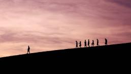 mensen die een leider volgen